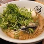 らぁめん 汐 - アゴ出汁醤油らぁめん(700円)+刻みねぎ(80円)