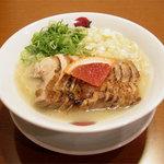 太陽のトマト麺 - 炙り鶏チャーシュー麺。炙った鶏チャーシューが美味しい!