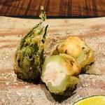 傳 - 山菜に詰めた海老シンジョ