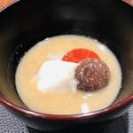 傳 - タラ 人参 椎茸 酒粕の白味噌椀