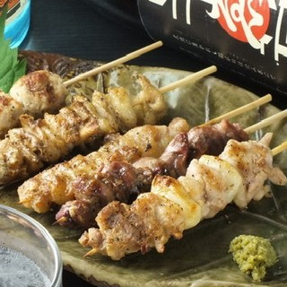 鳥取県大山鶏を使用した焼き鳥も人気