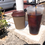 コーヒー ポトホト - 左 アメリカーノ 右アイスコーヒー