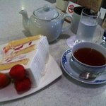 10141813 - スーパー苺ショートケーキ紅茶セット