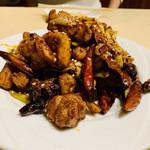 過橋米線 新橋店 - 鶏肉の激辛炒め(正式名忘れました...)