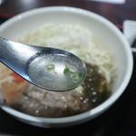 琉球梅酒ダイニング てぃーだ - ソーキそばのスープ