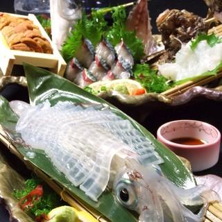 地元で獲れた旬の魚介を、ご要望に合わせて調理しご提供致します