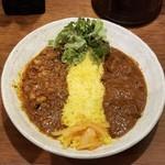 SPICY CURRY 魯珈 - 粗挽きラムとひよこ豆のキーマカレー&辛口!ビタービーフカレーの2種カレー
