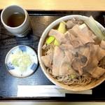 藤の家 - 肉そば(750円)