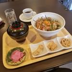 香味家 - ランチ「海鮮ユッケ丼 (900円)」