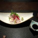 鮨 肉 酒肴 志 - お造り 鹿児島産しまあじ、釧路産おひょう、釧路産真イカ