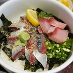 海鮮丼 日の出 - 胡麻鯖丼+鰤
