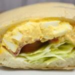ぶんかや - サンドウィッチの種類がいろいろあって迷ったけど、 ボキはハムチーズたまご。ボリュームがすごいよね~♪