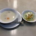 101433839 - セットのスープとサラダ