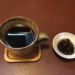 ジャム cafe 可鈴 - 【週替わりランチ(1,050円)】食後のホットコーヒーとサービスデザート(黒豆煮)