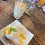 島茶家 ヤッカヤッカ - ふわふわレアチーズケーキ(宮古島産マンゴーソース)