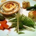 野菜料理と土鍋ごはんの店 侒 - 焼きカマンベールのフォンデュサラダ