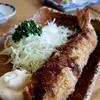 まるは食堂旅館 - 料理写真:名物☆海老フライ デカっっ