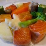 オー・グルマン - オーロラサーモンと季節野菜のサラダ仕立て