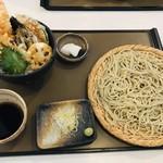101457341 - 「天丼セット」。