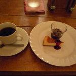 10146145 - コーヒー、チーズケーキ、グレープゼリー