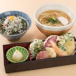 鎌倉 里のうどん - ハーフ鎌倉野菜天うどんと半しらす丼セット