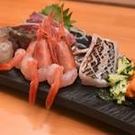 魚菜 わこん - 料理写真:刺身盛り(天然ぶり、甘えび、活くるまえび、さわら炙り、太刀魚炙り、生うに)