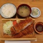 101466559 - 黒豚上ロースカツ:1800円+定食セット:400円