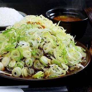 鹿児島県産の黒豚『味噌かつ』。お得な御膳メニューをご用意◎