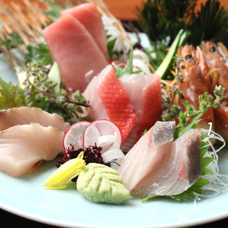 豊洲、広島、九州…各地より仕入れる魚を、シンプルに調理。