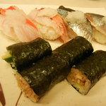 地魚握り とっつぁん寿司 - 金目鯛@300 秋刀魚@150 うな胡@200