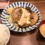 とんかつ小田保 - チャーシューエッグ定食 1250円。