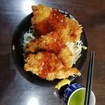 101483175 - 日替りワンコインランチ。ソースカツ丼500円。やっぱり味噌汁は欲しい!!