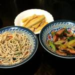 喜来楽 - 生メンマ、糸切り豆腐の和え物、ベーコンと葉ニンニクの炒め