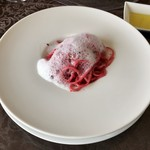 悦  - パスタ:ビーツのフェデリーニ ミルクの泡