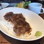 肉バルサンダー - 黒毛和牛のステーキ丼