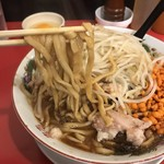 鷹の眼 - 辛いラーメン ¥850  麺リフト