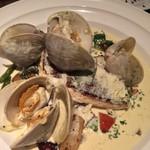ラ マニ ビーンズ - 鯛のソテー クリームソース  野菜と蛤たっぷり