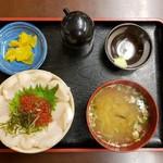 メルカードキッチンまる - 場外市場めし(980円)です。