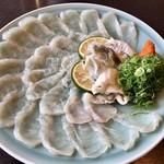 ooitausukifuguyoshinoya - 料理写真:身と皮の刺し盛り ポン酢で