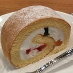 キーズカフェ - [料理] フルーツロールケーキ アップ♪w ①