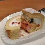 キーズカフェ - [料理] フルーツロールケーキ アップ♪w ②