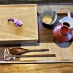 101496684 - 合わせ箱(山):豊後牛 冠地鶏 ゆふいん野菜 香の物(なます) 味噌汁