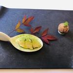 101498649 - レモングラスのアイス オリーブオイルと抹茶のパウダー 鴨モモ肉のクロケット 洋ナシのピュレ