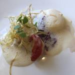 101498653 - マトウダイのポアレ ホタテのムース シャンパーニュのソース 揚げた葱 ドライトマト