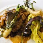 101498656 - イベリコ豚肩ロースのグリエ シェリーヴィネガーソース 白インゲン アサツキ 辛子菜 水菜 バルーサマサラ