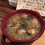 ワイン食堂 イタダキヤ - 大分県産しいたけと牡蠣のアヒージョ