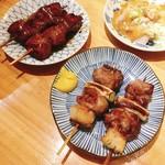 小江戸 - 料理写真:カシラ 塩(右)、レバー タレ(左)  各2本220円