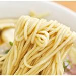 101504556 - 素晴らしく小麦の風味の強い麺。