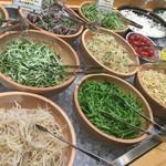 ちこり村 - サラダコーナー スプラウトがいっぱい