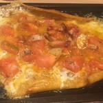 鉄板焼 薩摩ホルモン舗 - トマトチーズ焼